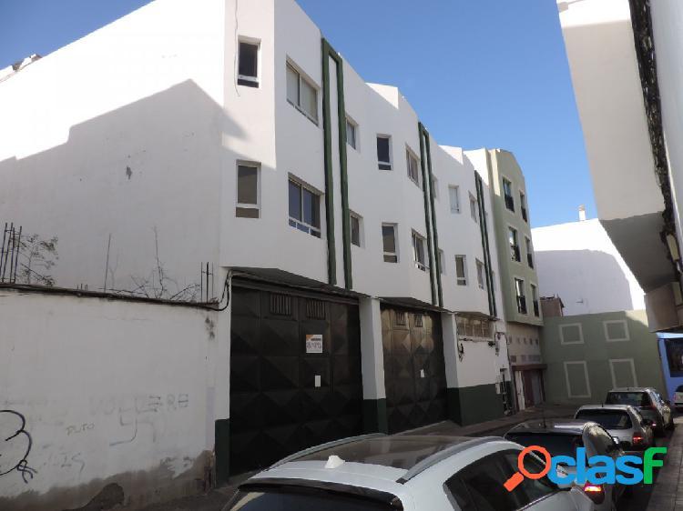 Edificio con viviendas y locales