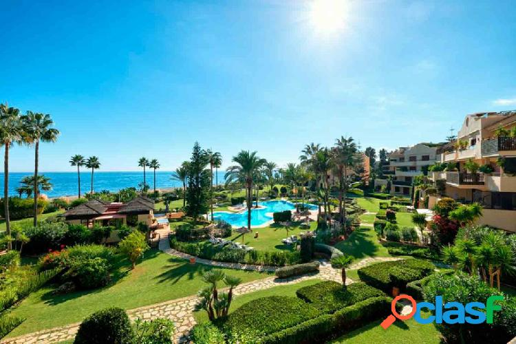 Apartamento de lujo en la playa en new golden mile, estepona