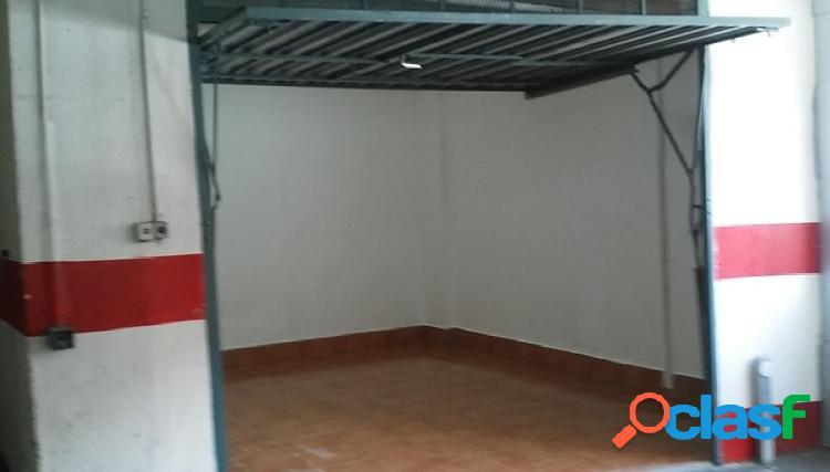 Vendo garaje en la zona de puerto chico cerrado, tambien sirve como trastero