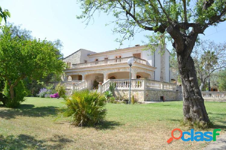Casa de 430 m2 con piscina en terreno de 7.800 m2