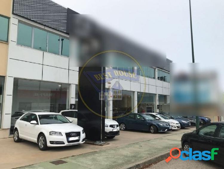 Nave industrial en excelente zona prime de ventas de vehículos.