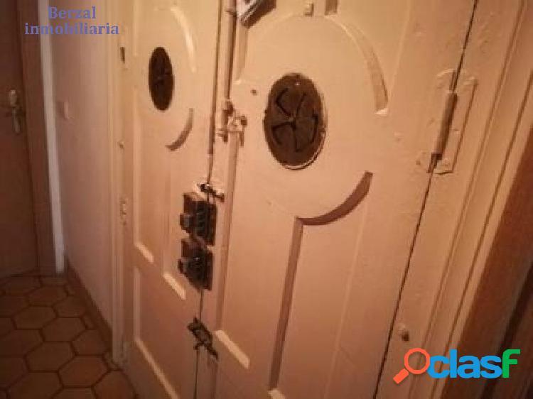 Precioso piso en el casco antiguo. tres habitaciones, dos baños. sin ascensor.