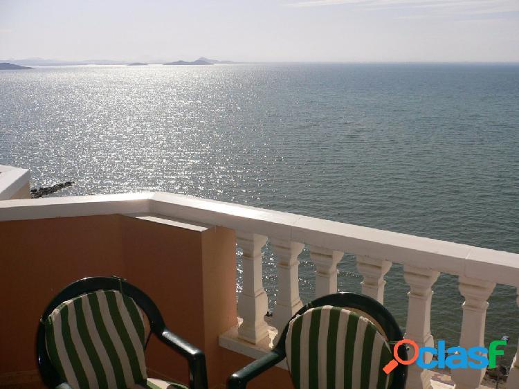 Atico en primera linea del mar menor con gran terraza solarium y a tan solo 100m del mediterráneo.