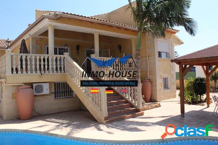 Gran villa + 2 apartamentos individuales y piscina