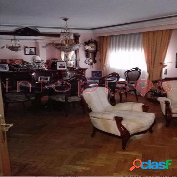 Se vende magnifico atico duplex en zona altozano, 4 dormitorios, 3 baños, dos plazas de garaje