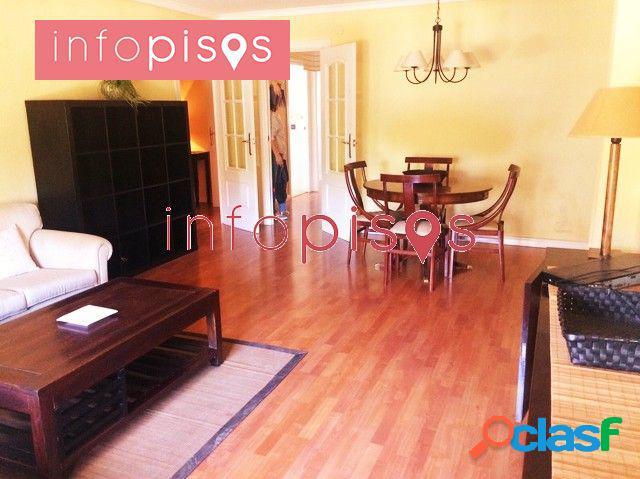 Se vende magnifico piso con privilegiada ubicación 3 dormt, 2 baños todo reformado con garaje !!