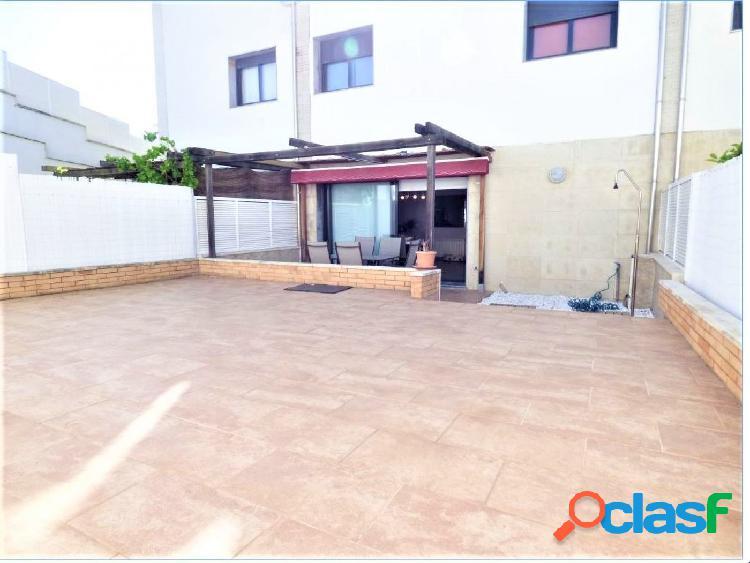 Casa seminueva en venta de 5 habitaciones y garaje de 30m2 en el pont de vilomara!