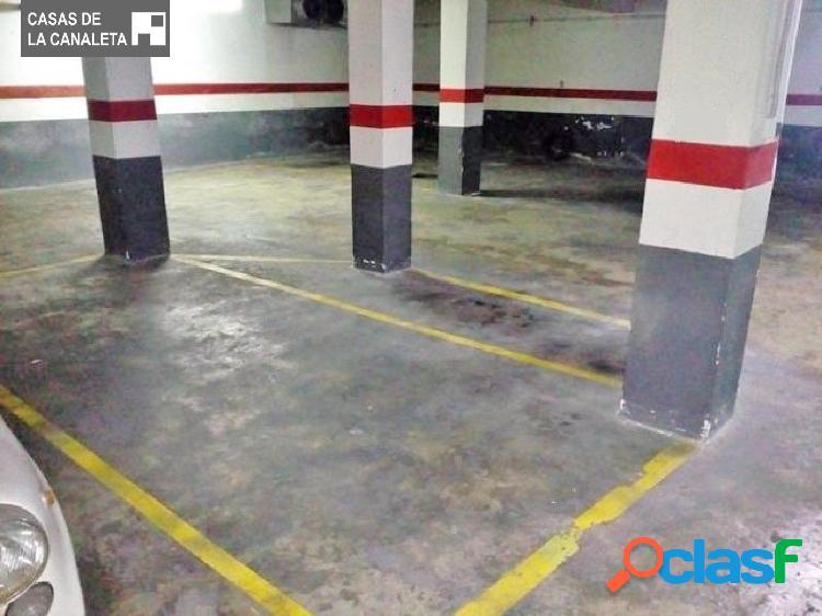 Plaza de garaje y plaza de moto juntas en venta