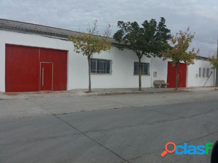 ALQUILER DE NAVES COMPLETAMENTE EQUIPADAS EN PEÑARANDA DE BRACAMONTE