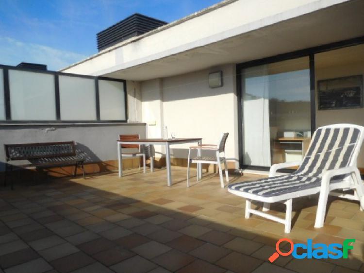 Ático dúplex de 2 dormitorios, 2 garajes, 32m2 de terraza
