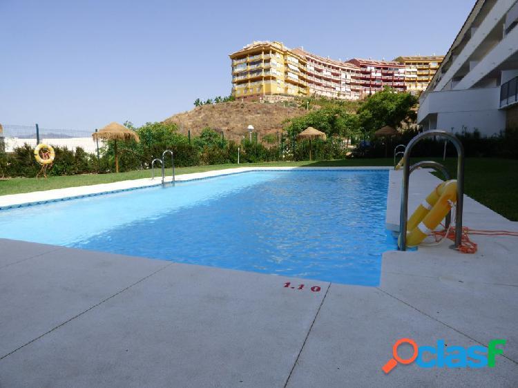 4 dormitorios, dos plazas de aparcamiento y terraza, trastero 25m2, pisc. comunitaria, zonas verdes,