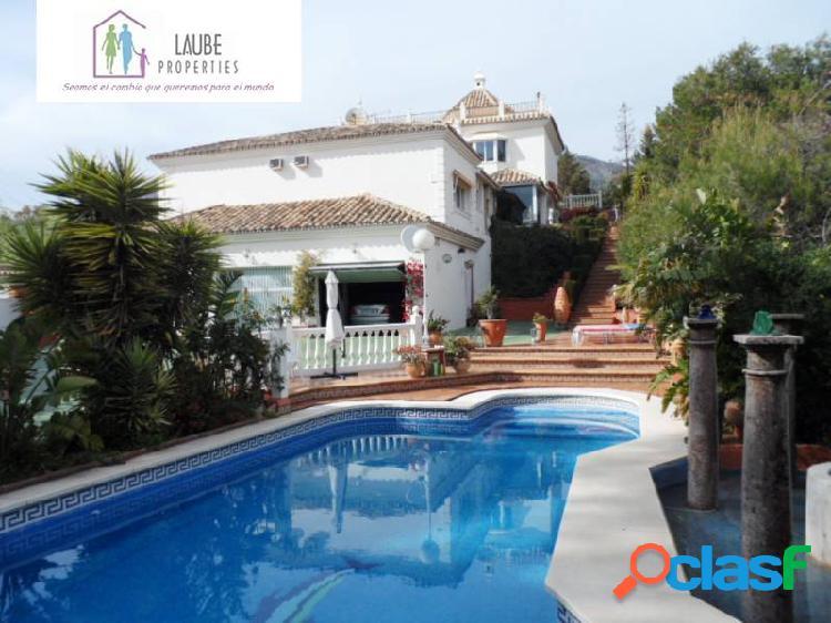 Magnífica villa 2170m2 de parcela, piscina, aparcamiento para dos vehiculos int y 6 ext. aptº indep
