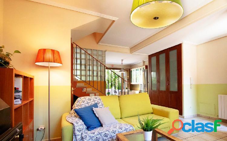 Casa adosada muy luminosa con patio y terraza 1