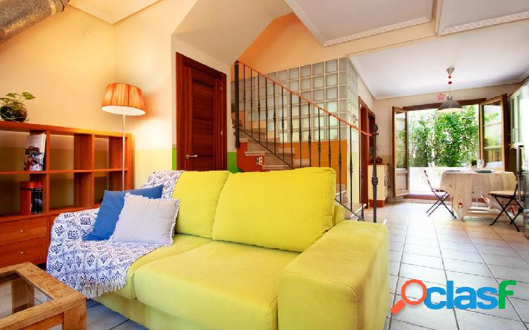 Casa adosada muy luminosa con patio y terraza 2