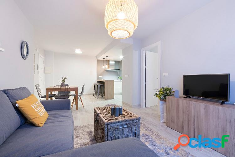 Apartamento en alquiler de diseño en pleno centro de Granada 2
