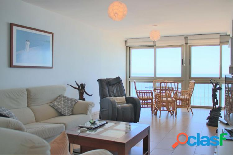 Apartamento reformado en primera linea de playa con 2 dorm 2 baños piscina tenis y garajes indep.
