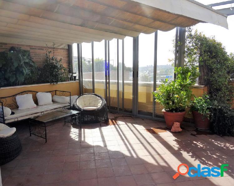 Estudio home madrid ofrece ático dúplex con dos terrazas de 60m2 y 10m2, en fantástica urbanización