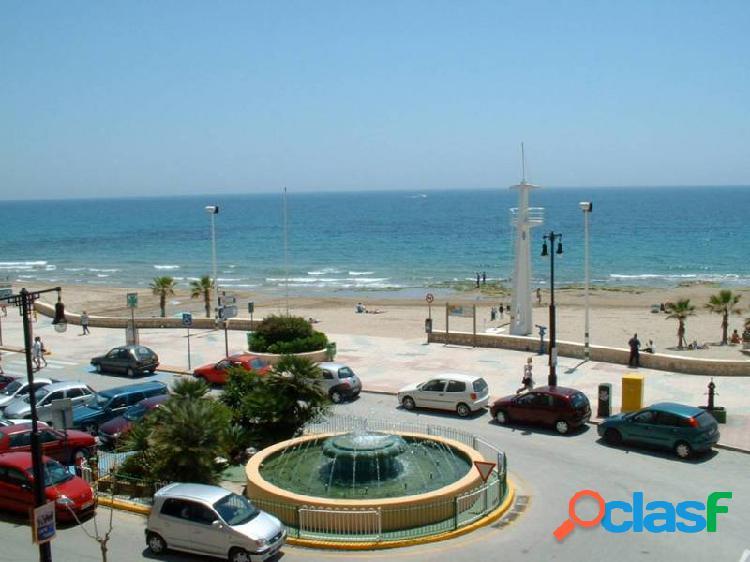 Apartamento con impresionantes vistas al mar y situado justo en el centro de Calpe
