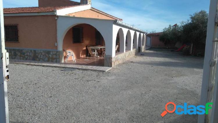 Chalet independiente en residencial de gran tranquilidad.