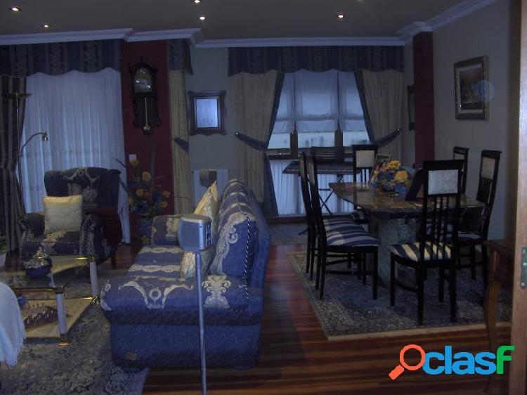 Atico duplex de tres habitaciones en la zona de cotolino.