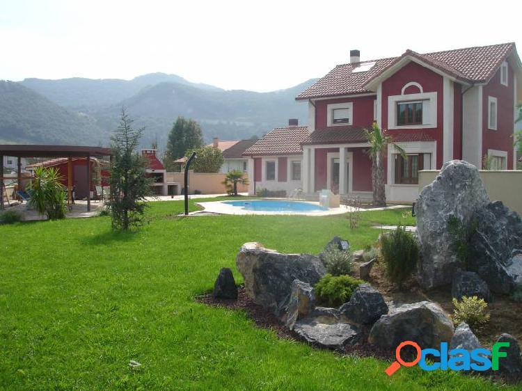 Chalet unifamiliar de lujo con 1650 m2 de jardín privado y piscina