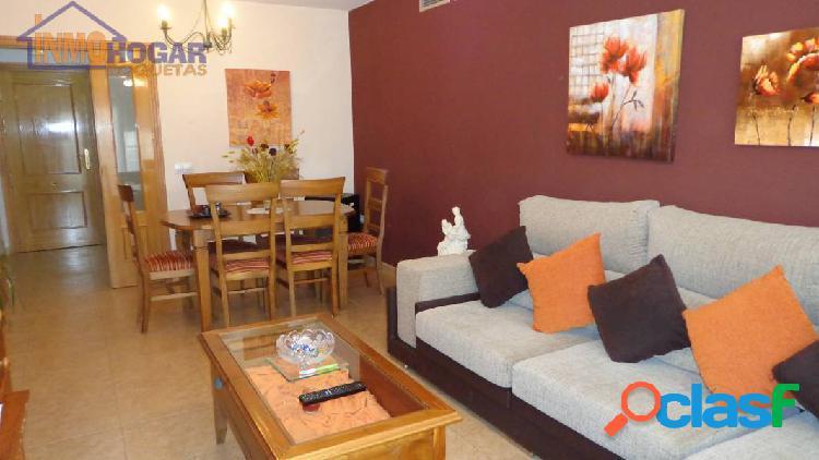 Acogedor piso de 3 dor,muy amplio,con terraza, con garaje zona muy tranquila