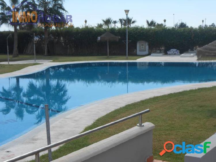 Estupendo piso en las salinas,primera linea de playa, 2 dor,piscina,terraza,zonas verdes