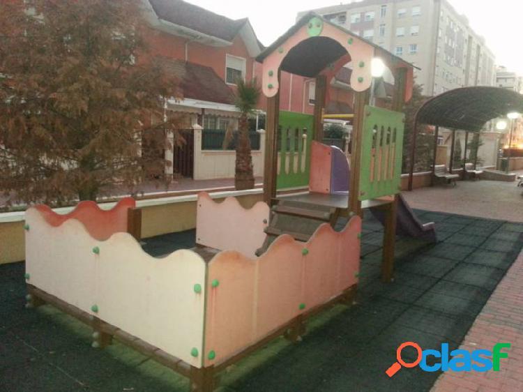 En venta adosada en zona kelme en elche con piscina comunitaria y plaza garaje