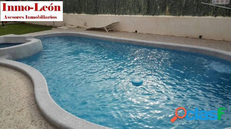 Piso en san isidro, urbanizacion con piscina, barbacoa, jardin...