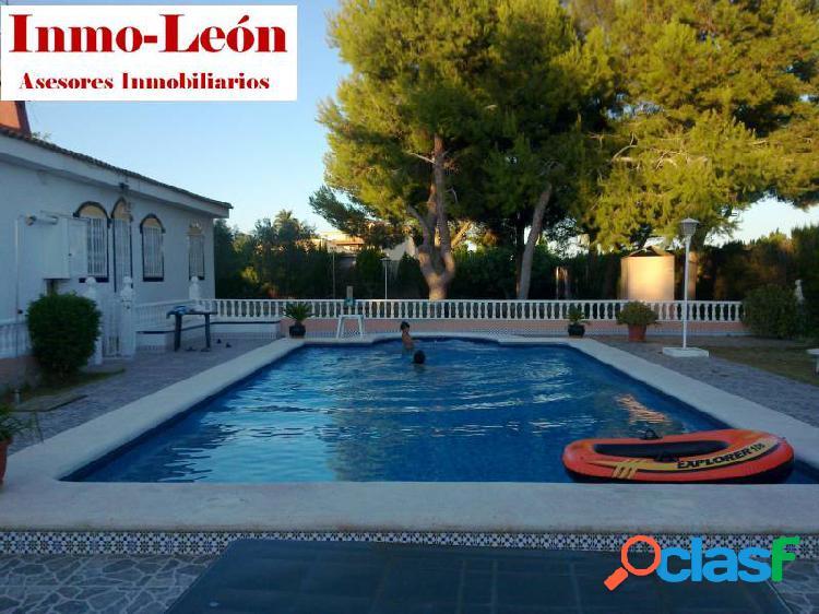 Chalet con piscina, jardin y cochera en pedanias de elche