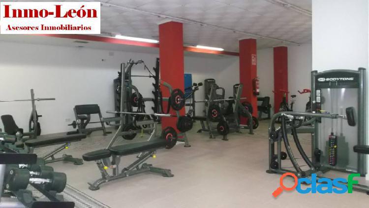 Zona pisos azules, gimnasio completamente montado, traspaso.