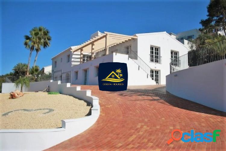 Espectacular villa de 5 dormitorios con impresionantes vistas al mar en tosalet · javea