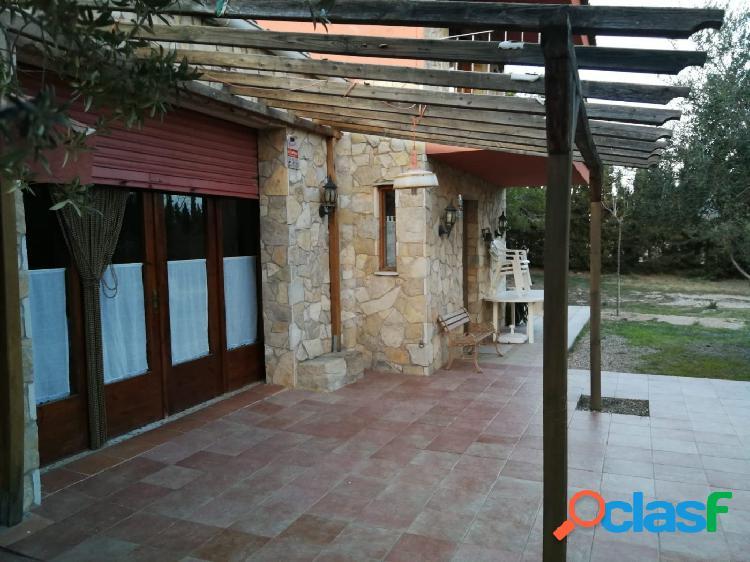 Chalet en valls: soleado, piscina, jardines, olivos y vistas!!