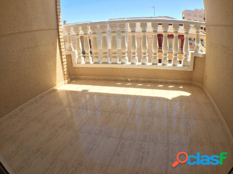 Bonito piso de 2 dormitorios, con terraza, a 150m de la playa en una zona tranquila de Guardamar. 1
