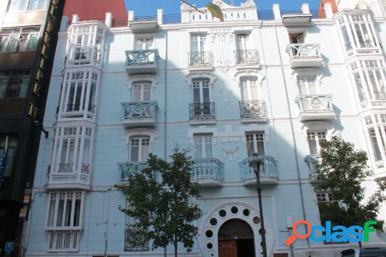 Piso en edificio histórico en el centro