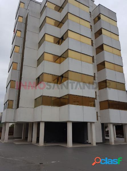 En edificio exclusivo, 110m2, 3 habitaciones, 3 garajes, 1 trastero