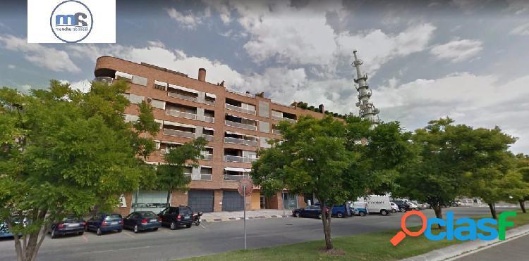 Plaza de garaje con persiana en venta en frente del Liceo Monjardín