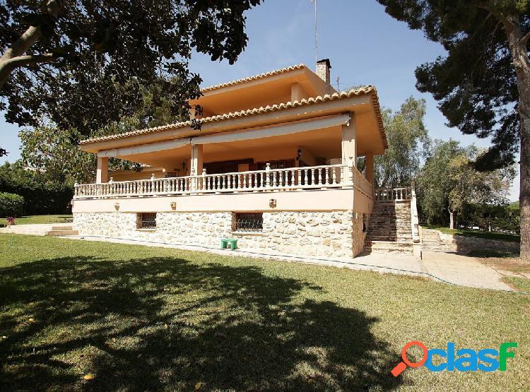 Chalet independiente en esquina en Los Balcones - Torrevieja 1