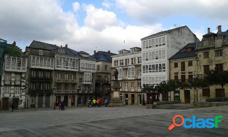 Edificio en venta en el casco histórico de viveiro, lugo.