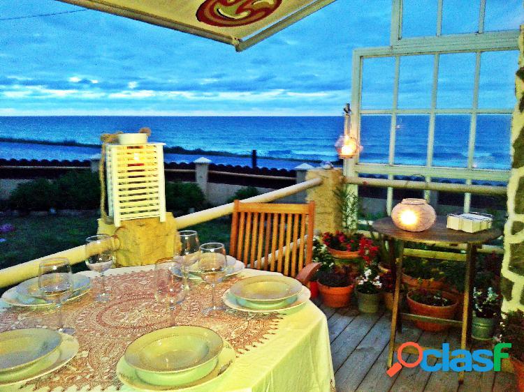 Preciosa casa de playa en primera línea de mar