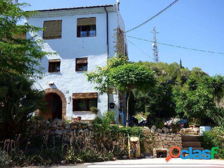 Casa de piedra en costa dorada