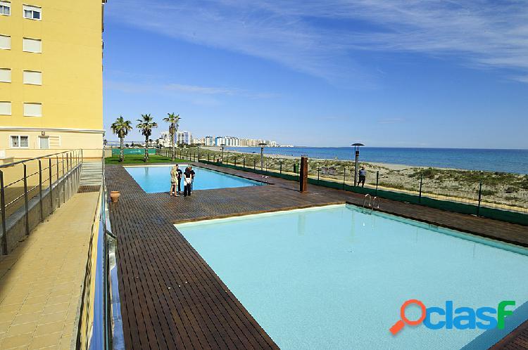 Bonito apartamento sobre el mar en la manga