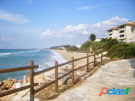 Casa cantonera con patio en comarruga a 50 mts de la playa