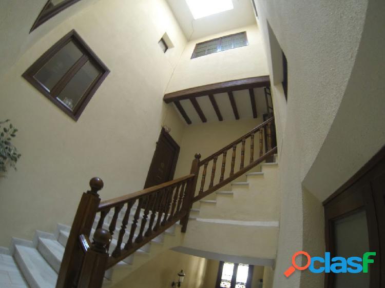 Casa de 750m2 en centro historico de la ciudad de seo de urgel, lleida
