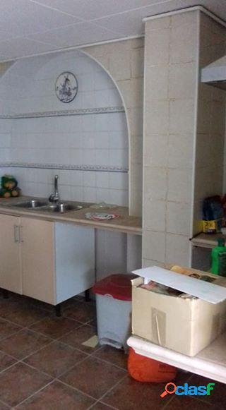 Casa adosada tres plantas independientes 270 m2 +90m2 patio en móra la nova