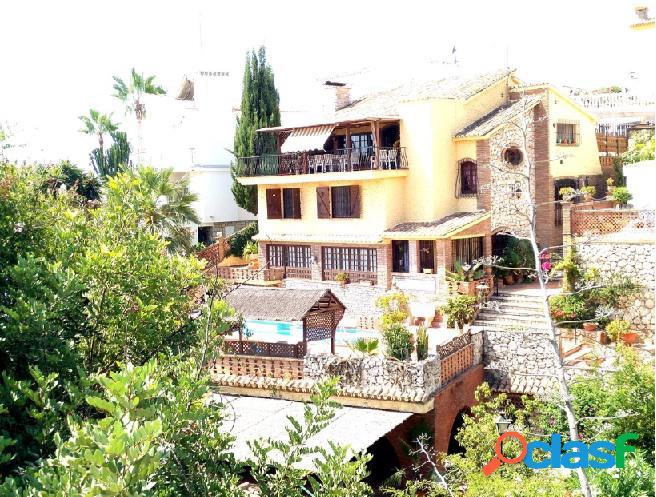 Villa a la venta en torre de benagalbón (málaga)