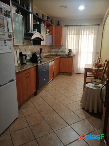 Chalet con buhardilla y terraza, listo para entrar a vivir en Lorquí.
