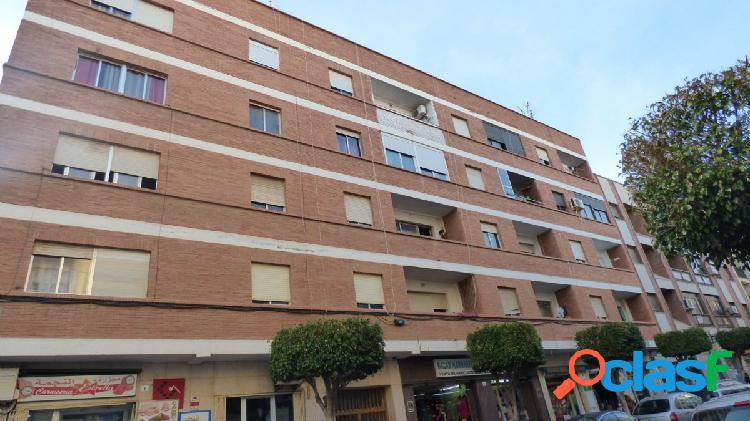 Amplio piso de 3 habitaciones en el centro de el ejido