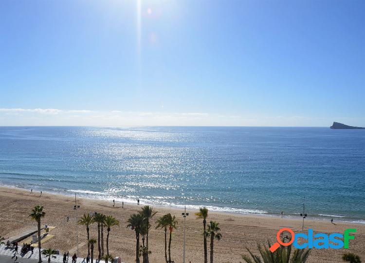 Se vende en primera linea playa levante precioso piso reformado de tres dormitorios