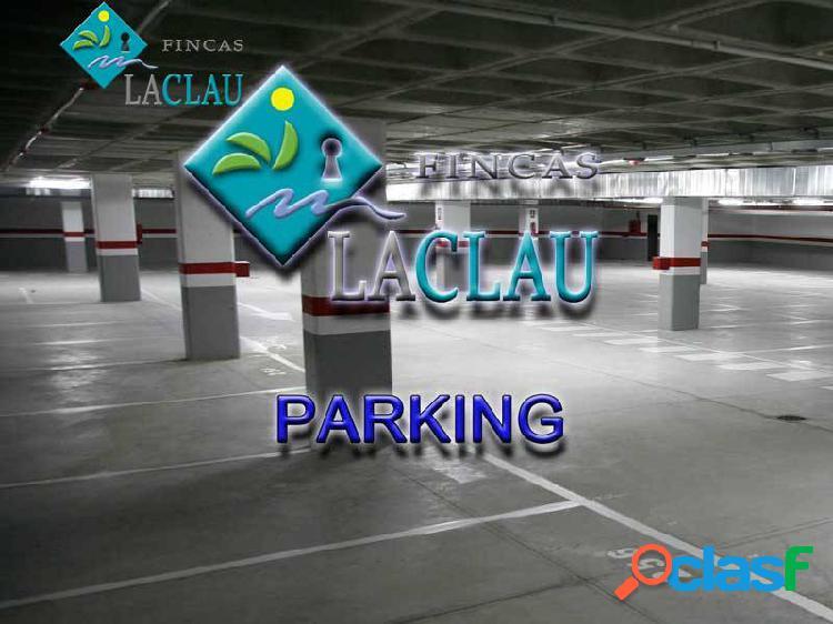 Plaza de parking muy céntrica para coche grande